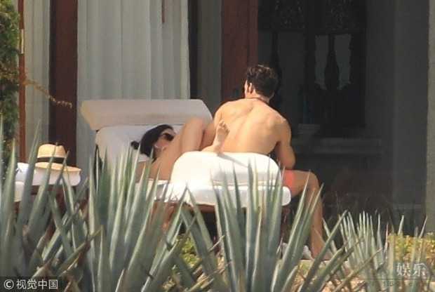 Loạt khoảnh khắc nóng bỏng khi Emma Watson mặc bikini ôm ấp giám đốc body 6 múi lực lưỡng - Ảnh 5.