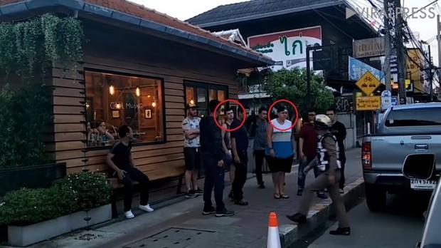 Hai du khách ngoại quốc đối mặt án phạt 10 năm tù do vẽ bậy lên bức tường 800 tuổi ở Thái Lan - Ảnh 2.