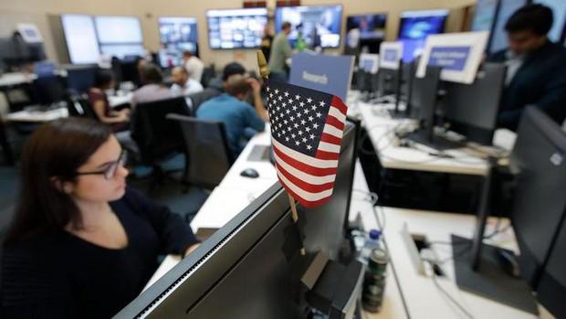 Cận cảnh bên trong Phòng chiến sự của Facebook: Mặt trận hùng hậu đương đầu với nạn tin giả mạo hoành hành - Ảnh 12.