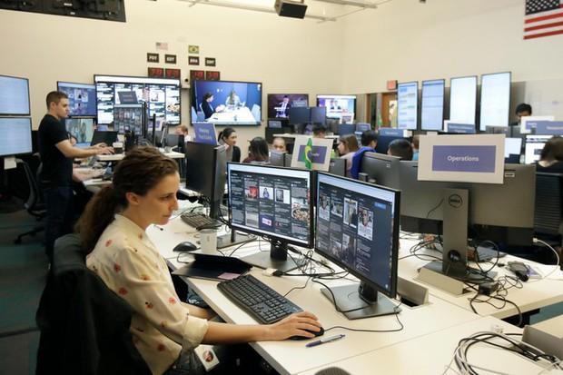 Cận cảnh bên trong Phòng chiến sự của Facebook: Mặt trận hùng hậu đương đầu với nạn tin giả mạo hoành hành - Ảnh 13.