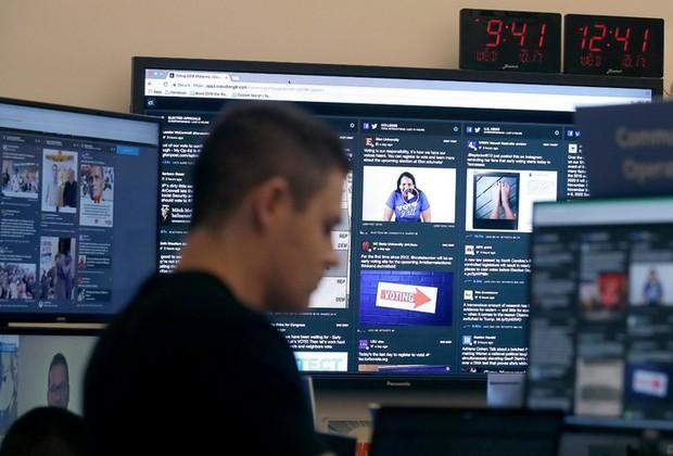 Cận cảnh bên trong Phòng chiến sự của Facebook: Mặt trận hùng hậu đương đầu với nạn tin giả mạo hoành hành - Ảnh 17.