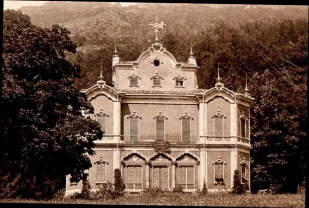 """""""Biệt thự ma"""" bỏ hoang ở Ý: Từng là hiện trường của vụ giết người dã man, bi kịch gia đình mở đầu bằng cái chết của kiến trúc sư - Ảnh 1."""