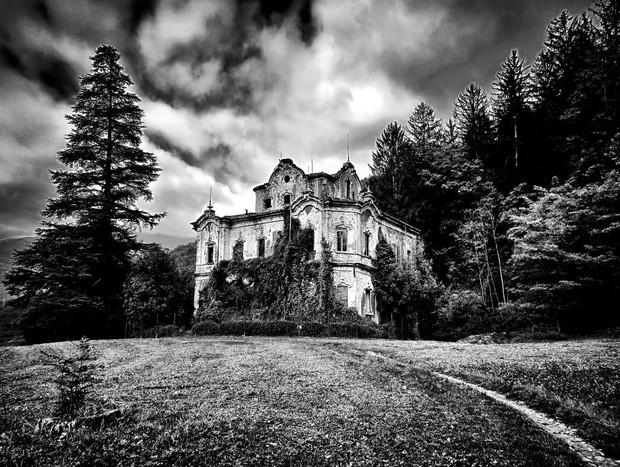 """""""Biệt thự ma"""" bỏ hoang ở Ý: Từng là hiện trường của vụ giết người dã man, bi kịch gia đình mở đầu bằng cái chết của kiến trúc sư - Ảnh 2."""