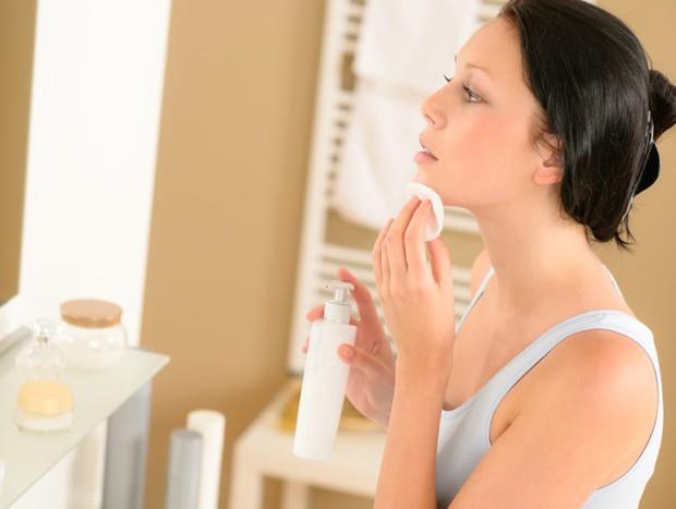 Những thói quen tưởng chừng vô hại nhưng lại khiến quá trình dưỡng da của bạn trở thành công cốc - Ảnh 2.