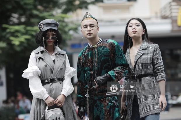 Đặc sản của street style VIFW 2018 ngày 2: các bạn trẻ ăn mặc và makeup lồng lộn không ngại nắng nóng - Ảnh 5.