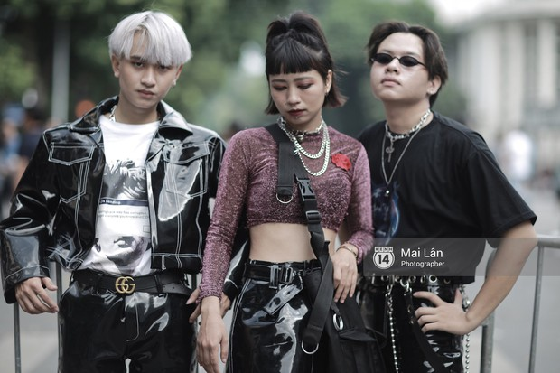Đặc sản của street style VIFW 2018 ngày 2: các bạn trẻ ăn mặc và makeup lồng lộn không ngại nắng nóng - Ảnh 8.