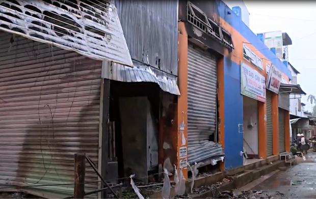 Vụ 2 người chết cháy ở Đắk Lắk: Tiếng khóc thét, cầu cứu thảm thiết bên trong ngôi nhà cửa cuốn đóng chặt - Ảnh 2.