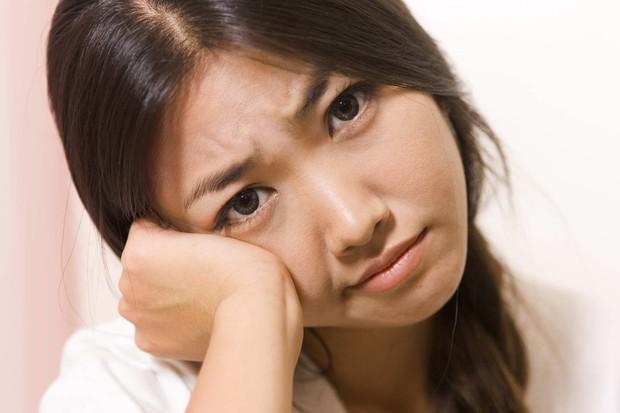 4 dấu hiệu cảnh báo làn da đang lão hóa sớm vì thói quen chăm sóc da không đúng cách - Ảnh 3.