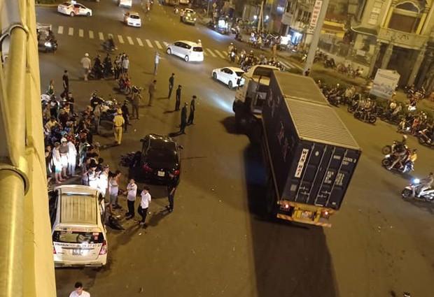 Nóng: Nữ tài xế điều khiển xe BMW gây tai nạn kinh hoàng, người bị thương nằm la liệt giữa ngã tư Hàng Xanh - Ảnh 8.