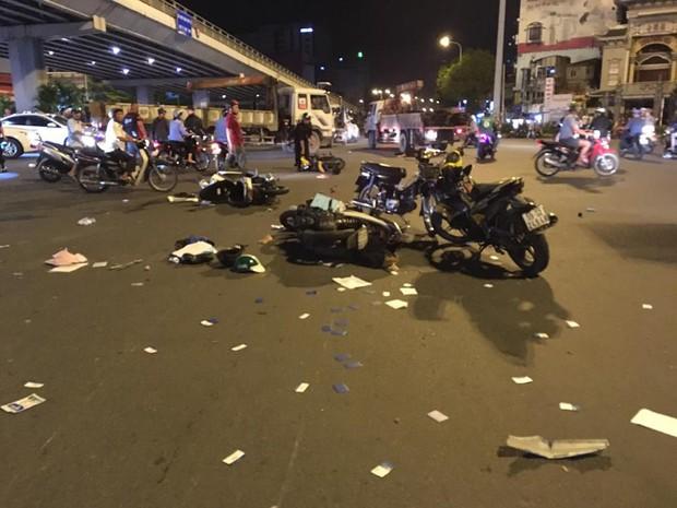 Nóng: Nữ tài xế điều khiển xe BMW gây tai nạn kinh hoàng, người bị thương nằm la liệt giữa ngã tư Hàng Xanh - Ảnh 4.