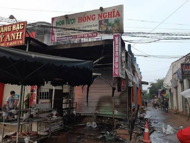 Vụ 2 người chết cháy ở Đắk Lắk: Tiếng khóc thét, cầu cứu thảm thiết bên trong ngôi nhà cửa cuốn đóng chặt - Ảnh 3.