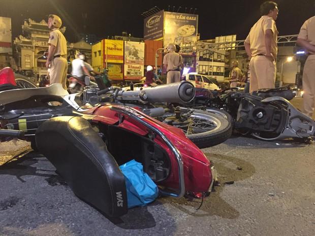 Nóng: Nữ tài xế điều khiển xe BMW gây tai nạn kinh hoàng, người bị thương nằm la liệt giữa ngã tư Hàng Xanh - Ảnh 6.