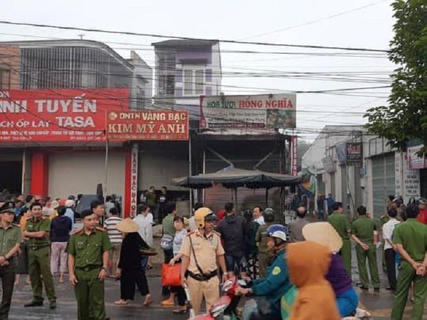 Vụ 2 người chết cháy ở Đắk Lắk: Tiếng khóc thét, cầu cứu thảm thiết bên trong ngôi nhà cửa cuốn đóng chặt - Ảnh 4.