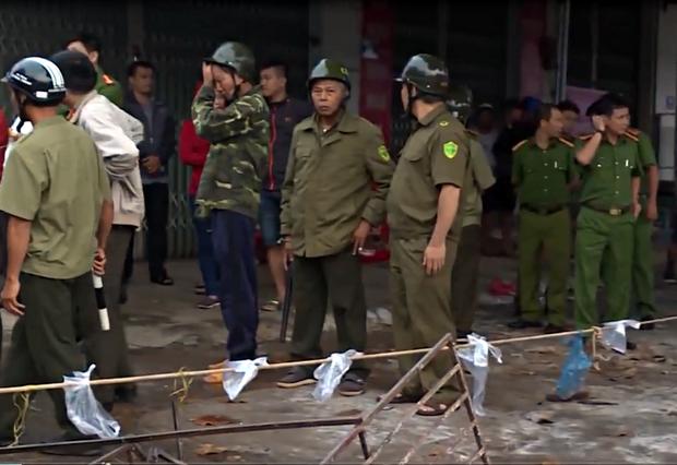 Vụ 2 người chết cháy ở Đắk Lắk: Tiếng khóc thét, cầu cứu thảm thiết bên trong ngôi nhà cửa cuốn đóng chặt - Ảnh 6.