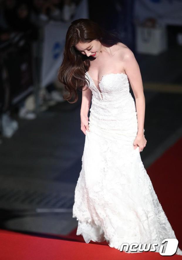 Thảm đỏ Oscar Hàn Quốc 2018: Nàng cháo và loạt mỹ nhân thi nhau o ép vòng 1, Seolhyun sang như bà hoàng - Ảnh 15.