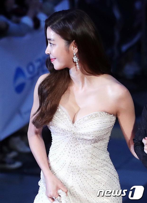 Thảm đỏ Oscar Hàn Quốc 2018: Nàng cháo và loạt mỹ nhân thi nhau o ép vòng 1, Seolhyun sang như bà hoàng - Ảnh 14.