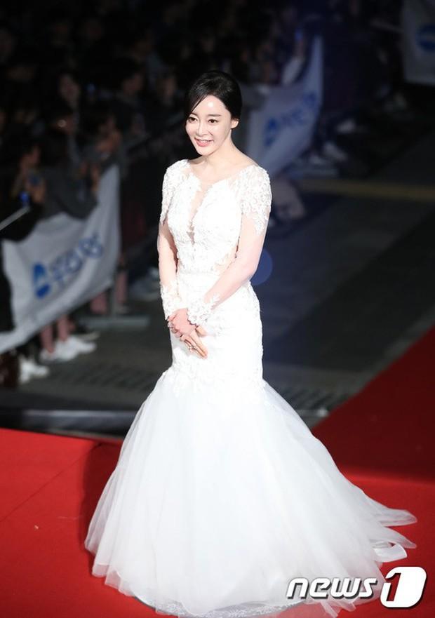 Thảm đỏ Oscar Hàn Quốc 2018: Nàng cháo và loạt mỹ nhân thi nhau o ép vòng 1, Seolhyun sang như bà hoàng - Ảnh 32.