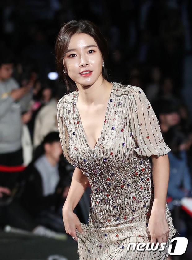 Thảm đỏ Oscar Hàn Quốc 2018: Nàng cháo và loạt mỹ nhân thi nhau o ép vòng 1, Seolhyun sang như bà hoàng - Ảnh 8.