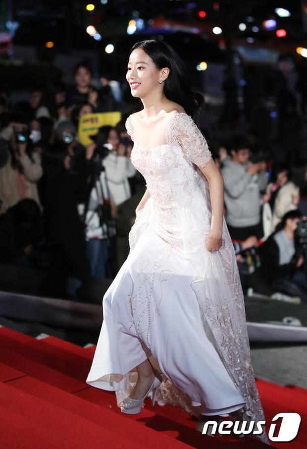 Thảm đỏ Oscar Hàn Quốc 2018: Nàng cháo và loạt mỹ nhân thi nhau o ép vòng 1, Seolhyun sang như bà hoàng - Ảnh 17.