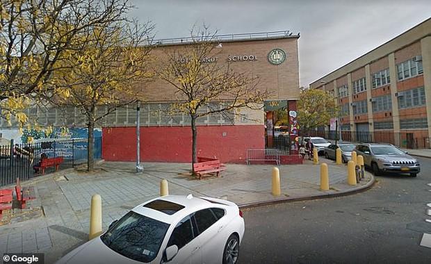 Mỹ: Nữ giáo viên 41 tuổi bị đuổi việc sau khi gọi cậu bé lớp 5 là bạn trai - Ảnh 2.