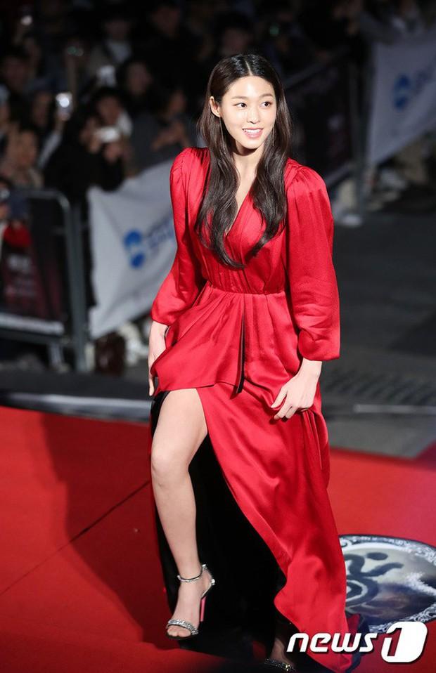 Thảm đỏ Oscar Hàn Quốc 2018: Nàng cháo và loạt mỹ nhân thi nhau o ép vòng 1, Seolhyun sang như bà hoàng - Ảnh 1.