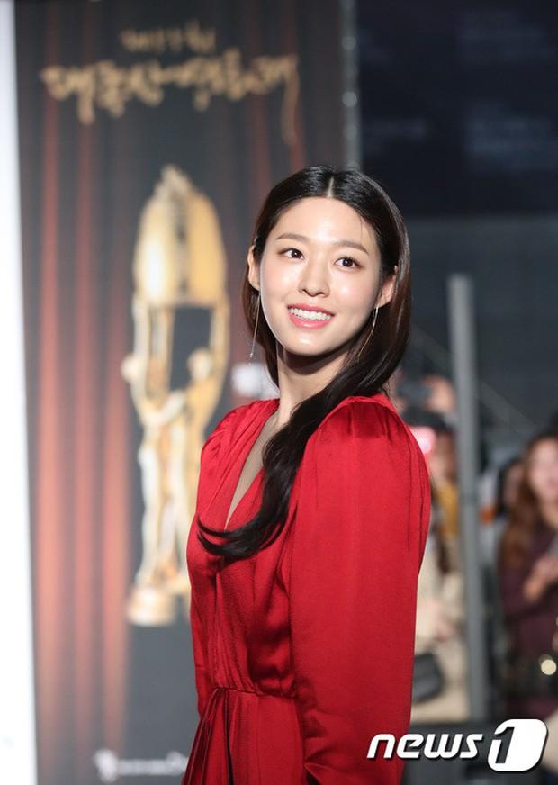 Thảm đỏ Oscar Hàn Quốc 2018: Nàng cháo và loạt mỹ nhân thi nhau o ép vòng 1, Seolhyun sang như bà hoàng - Ảnh 4.