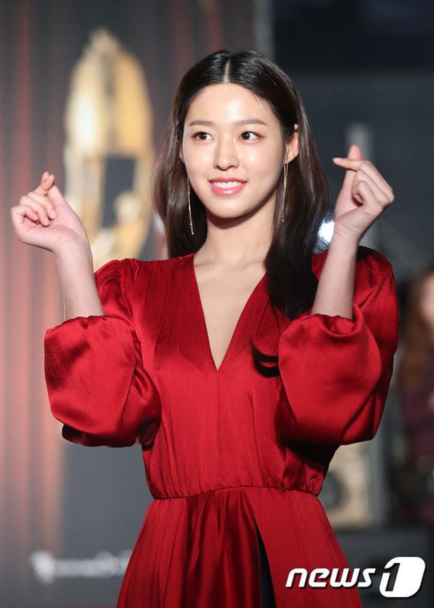 Thảm đỏ Oscar Hàn Quốc 2018: Nàng cháo và loạt mỹ nhân thi nhau o ép vòng 1, Seolhyun sang như bà hoàng - Ảnh 5.
