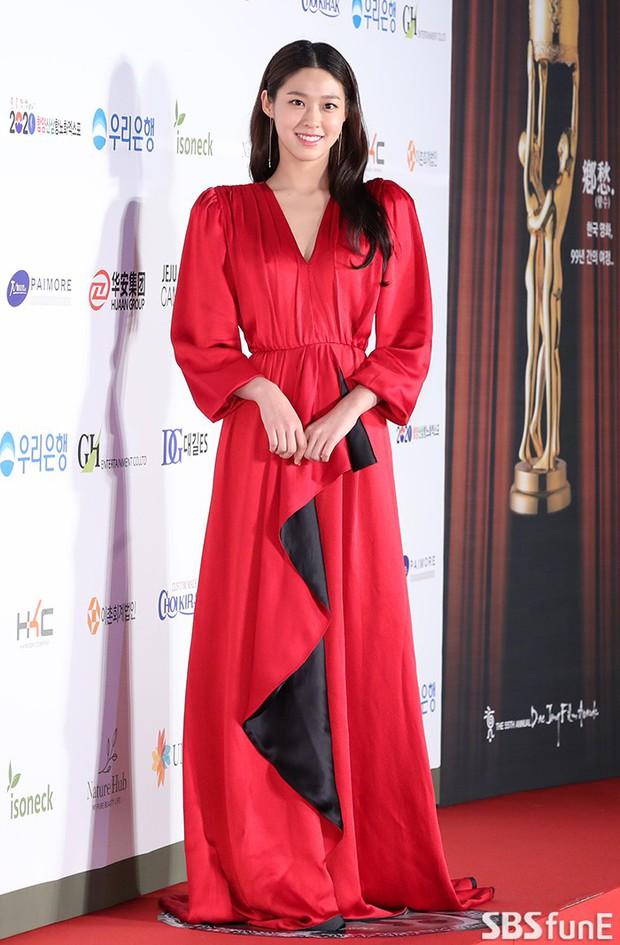 Thảm đỏ Oscar Hàn Quốc 2018: Nàng cháo và loạt mỹ nhân thi nhau o ép vòng 1, Seolhyun sang như bà hoàng - Ảnh 3.