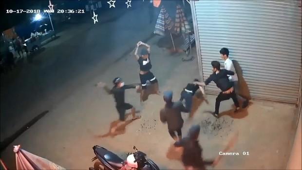 Lâm Đồng: Hai nhóm thanh niên hỗn chiến kinh hoàng, nhiều người bị thương nặng - Ảnh 2.
