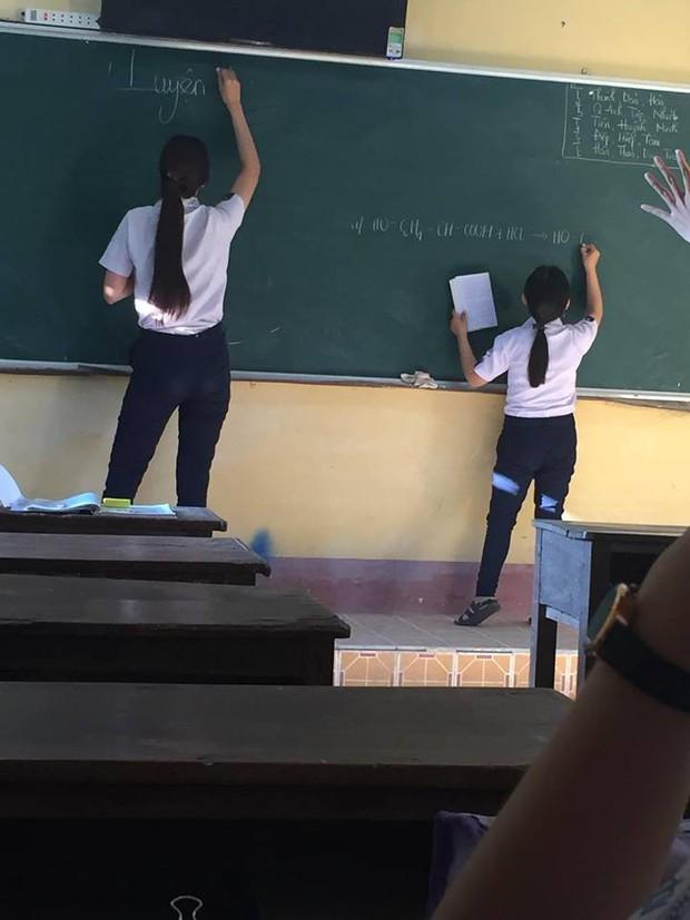 Khoảnh khắc minh chứng: Đôi bạn khổng lồ - tí hon chính là đặc sản của mỗi lớp học! - Ảnh 1.