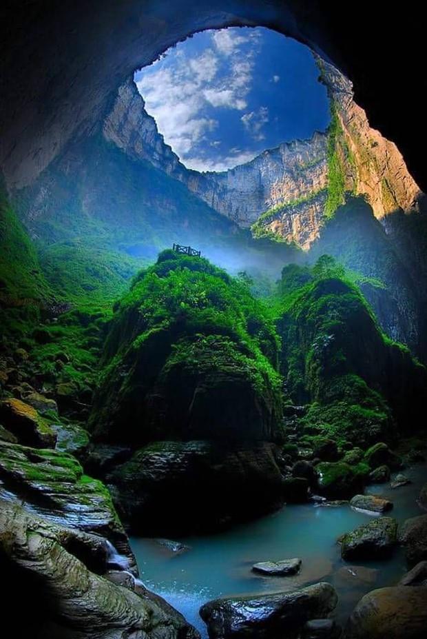 Hố sụt khổng lồ tại Trung Quốc bất ngờ hé lộ một kỳ quan thiên nhiên ở đẳng cấp thế giới - Ảnh 4.