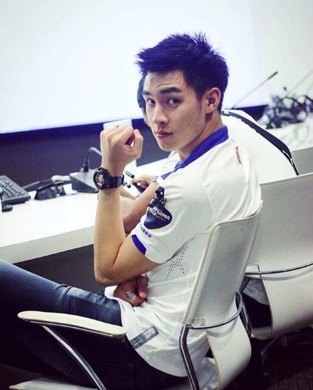 Nam thần sân cỏ Thái Lan: Đã bắt bóng giỏi còn vừa cao vừa điển trai không kém gì diễn viên, ca sĩ - Ảnh 6.