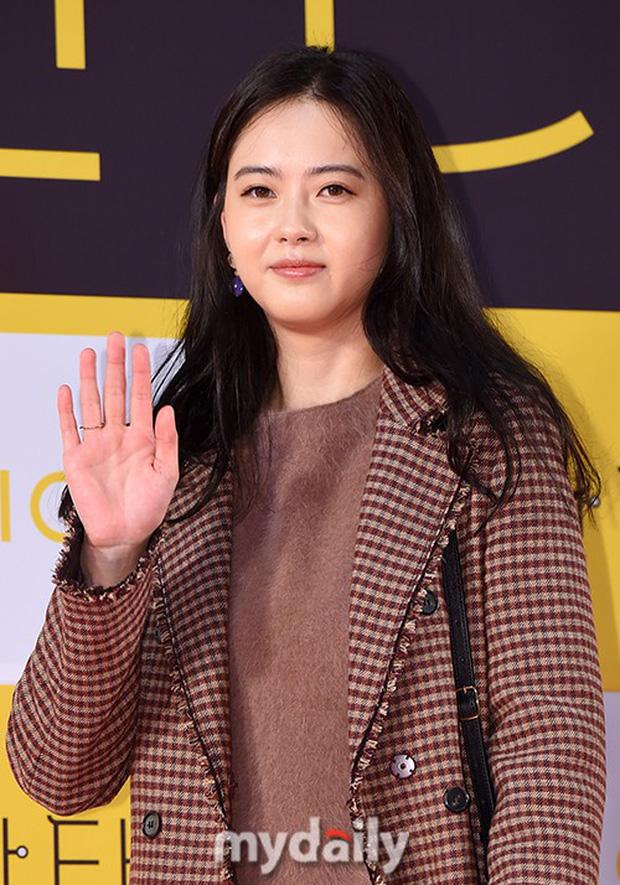 Bạn gái G-Dragon đẹp xuất sắc bên Ha Ji Won và dàn chị đại, nhưng sao nhí này mới là người chiếm spotlight - Ảnh 7.