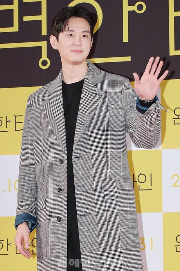 Bạn gái G-Dragon đẹp xuất sắc bên Ha Ji Won và dàn chị đại, nhưng sao nhí này mới là người chiếm spotlight - Ảnh 20.