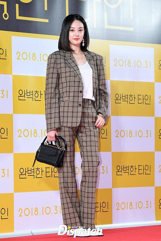 Bạn gái G-Dragon đẹp xuất sắc bên Ha Ji Won và dàn chị đại, nhưng sao nhí này mới là người chiếm spotlight - Ảnh 1.