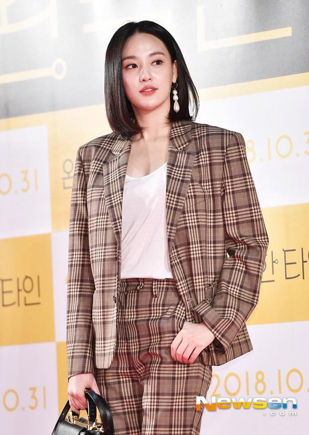 Bạn gái G-Dragon đẹp xuất sắc bên Ha Ji Won và dàn chị đại, nhưng sao nhí này mới là người chiếm spotlight - Ảnh 3.