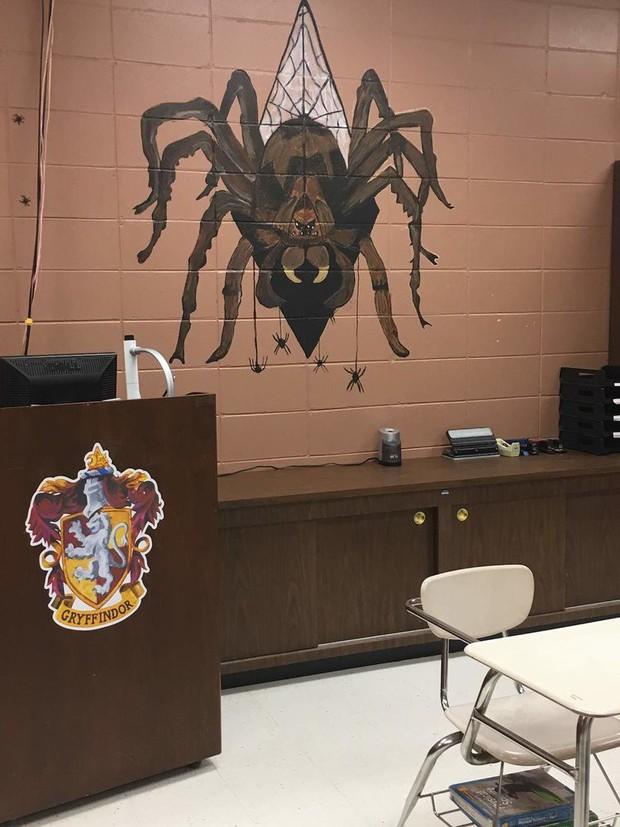 Khi giáo viên là fan cứng của Harry Potter: Biến cả ngôi trường thành Hogwarts thu nhỏ đầy huyền bí - Ảnh 11.
