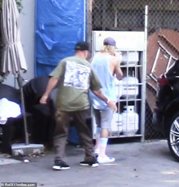 Justin Bieber và Hailey Baldwin cãi nhau giữa đường - Ảnh 4.