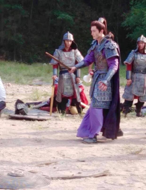 Cao Vỹ Quang ôm ấp tình tứ Địch Lệ Nhiệt Ba ở phim trường Tam Sinh Tam Thế: Chẩm Thượng Thư - Ảnh 7.