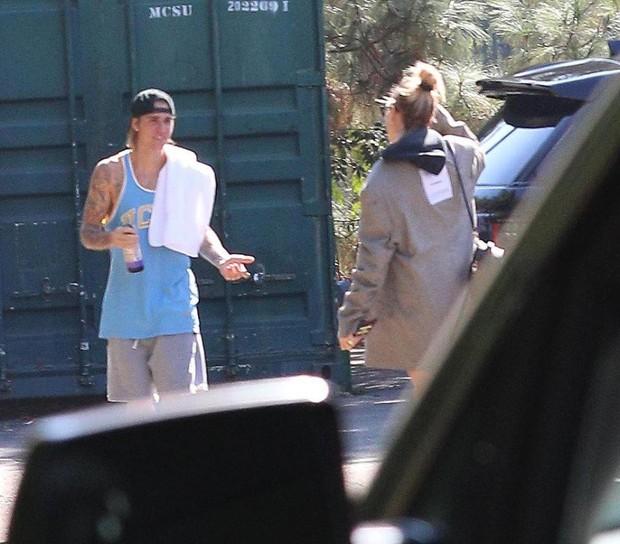 Justin Bieber và Hailey Baldwin cãi nhau giữa đường - Ảnh 1.