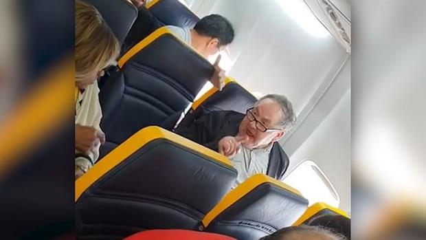 Nữ hành khách cao tuổi bị gọi là con bò xấu xí trên chuyến bay của Ryanair - Ảnh 1.