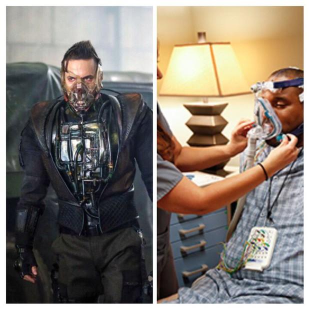 Tạo hình ác nhân Bane bản truyền hình bị chê kém sang, thua xa Tom Hardy của The Dark Knight Rises - Ảnh 2.