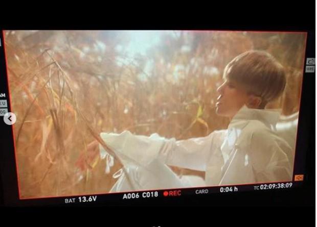 """""""Bố Yang"""" hé lộ hình ảnh đầu tiên trong album solo của Mino, cứu vãn ấn tượng """"xấu xí"""" trong mắt fan WINNER - Ảnh 2."""