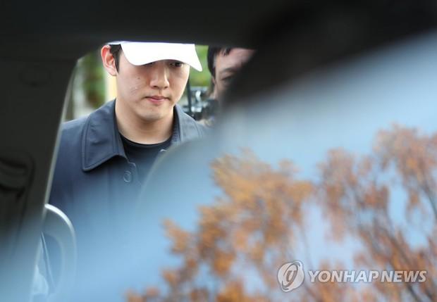 Bạn trai cũ Goo Hara chính thức bị bắt vào hôm nay, dân tình phẫn nộ vì biểu cảm của hắn tại tòa - Ảnh 8.