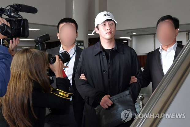Bạn trai cũ Goo Hara chính thức bị bắt vào hôm nay, dân tình phẫn nộ vì biểu cảm của hắn tại tòa - Ảnh 2.