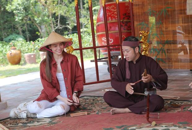 Hồ Ngọc Hà tập hát Xẩm khiến bố mẹ, Cindy Bishop thích thú - Ảnh 5.