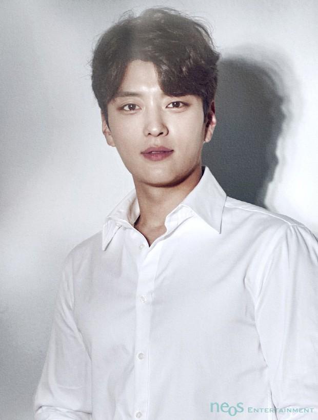 Hé lộ nhan sắc chồng cũ của Song Hye Kyo trước khi đến với Park Bo Gum trong Encounter - Ảnh 3.
