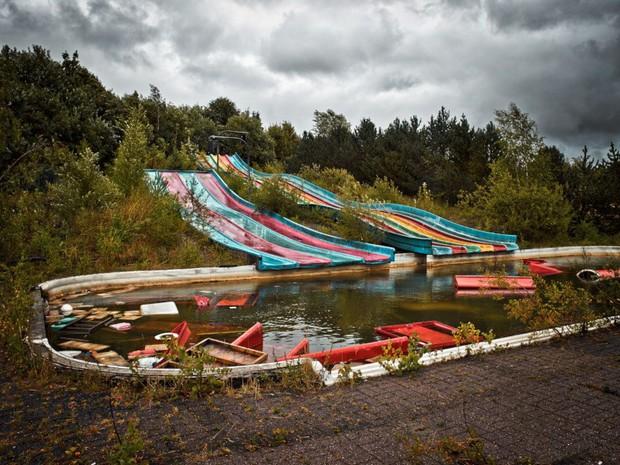 Cảnh hoang tàn đầy ma mị như phim kinh dị của công viên nước bị chìm vào quên lãng suốt 12 năm vì phá sản - Ảnh 11.