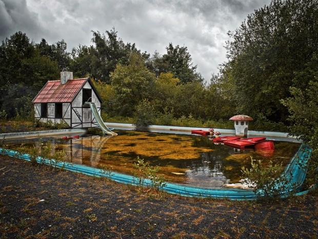 Cảnh hoang tàn đầy ma mị như phim kinh dị của công viên nước bị chìm vào quên lãng suốt 12 năm vì phá sản - Ảnh 29.