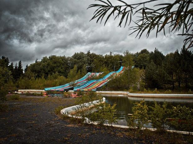 Cảnh hoang tàn đầy ma mị như phim kinh dị của công viên nước bị chìm vào quên lãng suốt 12 năm vì phá sản - Ảnh 28.